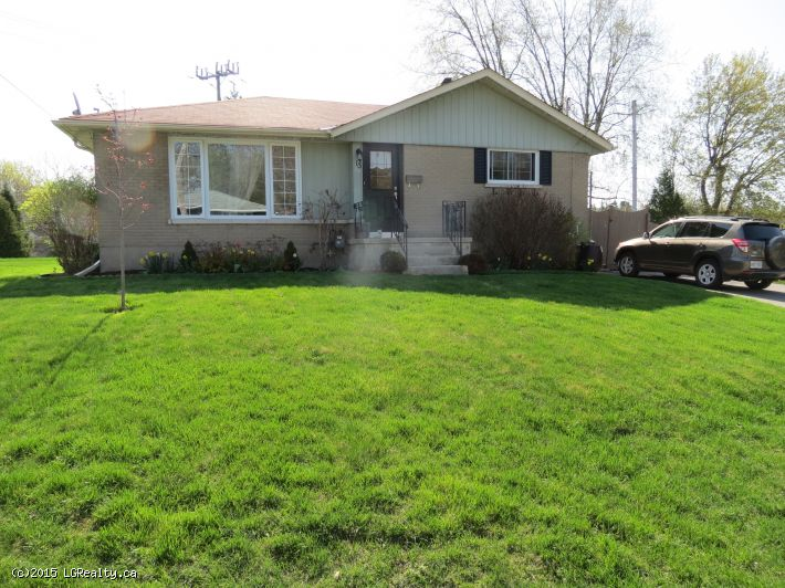 BEAUTIFULLY MAINTAINED BUNGALOW - QUIET AREA!